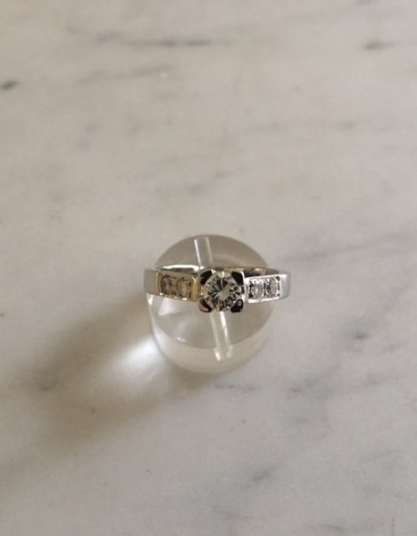 solitaire diamant total 0,69 ct  or blanc 18 carats, or 750